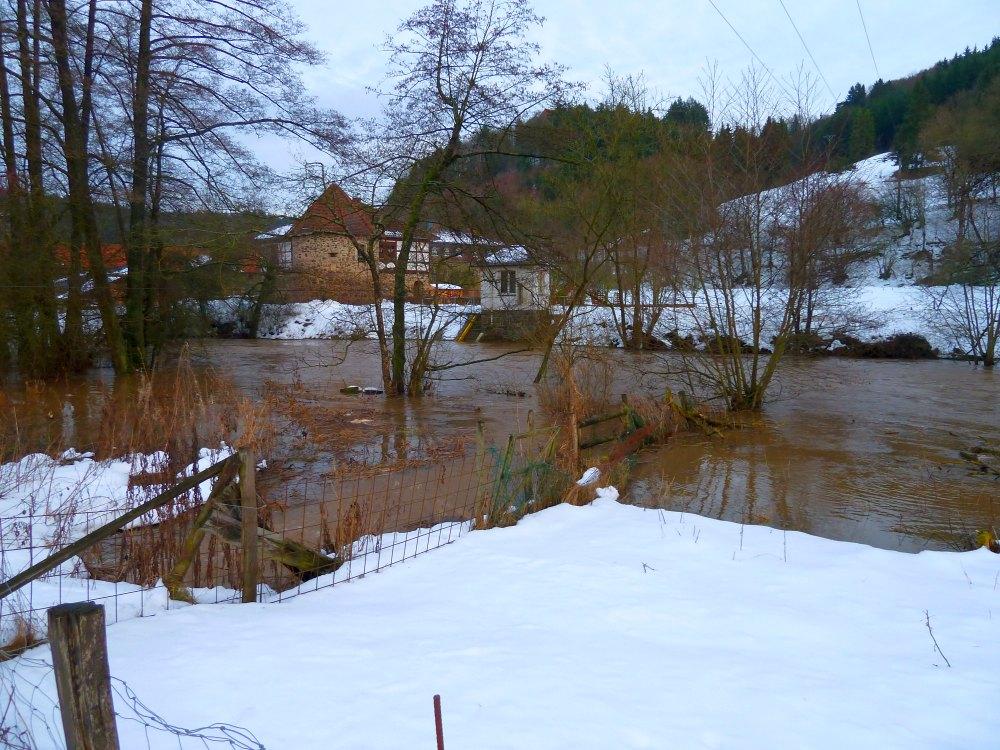 http://www.lutz-schenk.de/wetter/201101109_hw/053_dalwigksthal.jpg